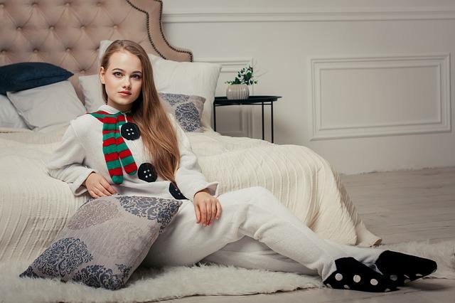 fille en pyjama